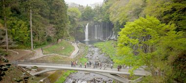 Assets making up a World Cultural Heritage Site – Design of the Takimi Bridge Spanning the Shiraito Falls
